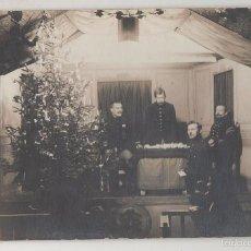 Postales: POSTAL FOTOGRÁFICA PRISIONEROS BELGAS EN NAVIDAD. OBRA DE TEATRO. CAMPO DE MUNSTERLAGER. 1915.. Lote 55887536