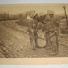 Postales: POSTAL DE LA 1ª GUERRA MUNDIAL. DAILY MAIL WAR PICTURE. UN CIGARRO DESPUÉS DE LA BATALLA.. Lote 140368458