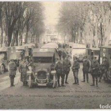 Postales: POSTAL AMBULANCIAS INGLESAS PARANDO EN EL PALACIO CONDE FRANCIA. Lote 200754456