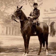 Postales: BENITO MUSSOLINI A CABALLO EN PLAZA DE ROMA. POSTAL FECHADA EN NOVIEMBRE DE 1936. Lote 206423185