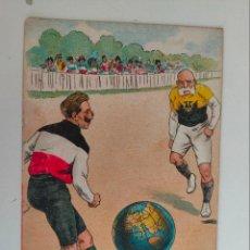 Postales: POSTAL ITALIANA 1ª GUERRA MUNDIAL. JUGANDO FUTBOL CON BOLA DEL MUNDO. 1915. Lote 254252195