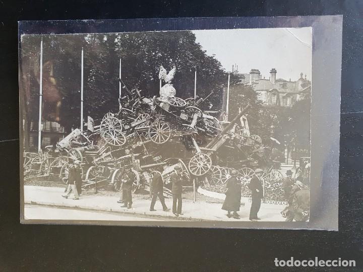 ARMAMENTO INTERVENIDO AL EJÉRCITO ALEMÁN Y EXPUESTO EN CALLE DE PARÍS (Postales - Postales Temáticas - I Guerra Mundial)