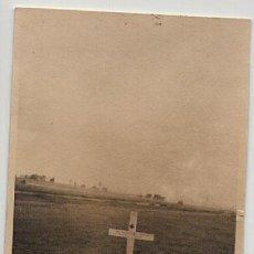 Postales: III REICH FOTO POSTAL ORIGINAL DE LA TUMBA DE UN SOLDADO ALEMÁN, 2. SE APRECIA LEVEMENTE SU GRADO,. Lote 26519373