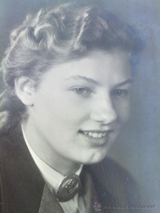 POSTAL ORIGINAL ALEMANA ,MUJER CON BROCHE DE LA RAD FEMENINA (Postales - Postales Temáticas - II Guerra Mundial y División Azul)