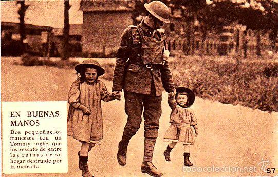 POSTAL EN BUENAS MANOS DOS NIÑOS FRANCES CON UN TOMMY INGLES -2ª GUERRA MUNDIAL (Postales - Postales Temáticas - II Guerra Mundial y División Azul)