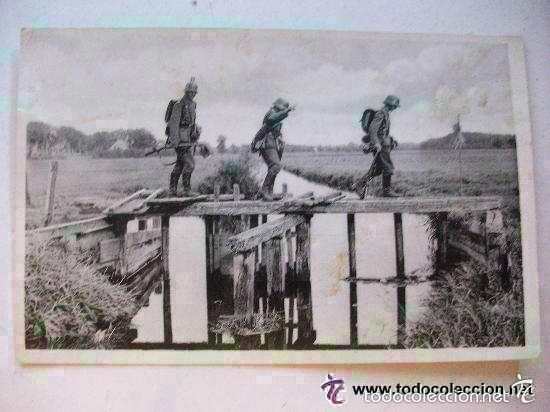POSTAL EJERCITO ALEMANIA NAZI, II ª GUERRA MUNDIAL : SOLDADOS ALEMANES CRUZANDO UN PUENTE. CIRCULADA (Postales - Postales Temáticas - II Guerra Mundial y División Azul)