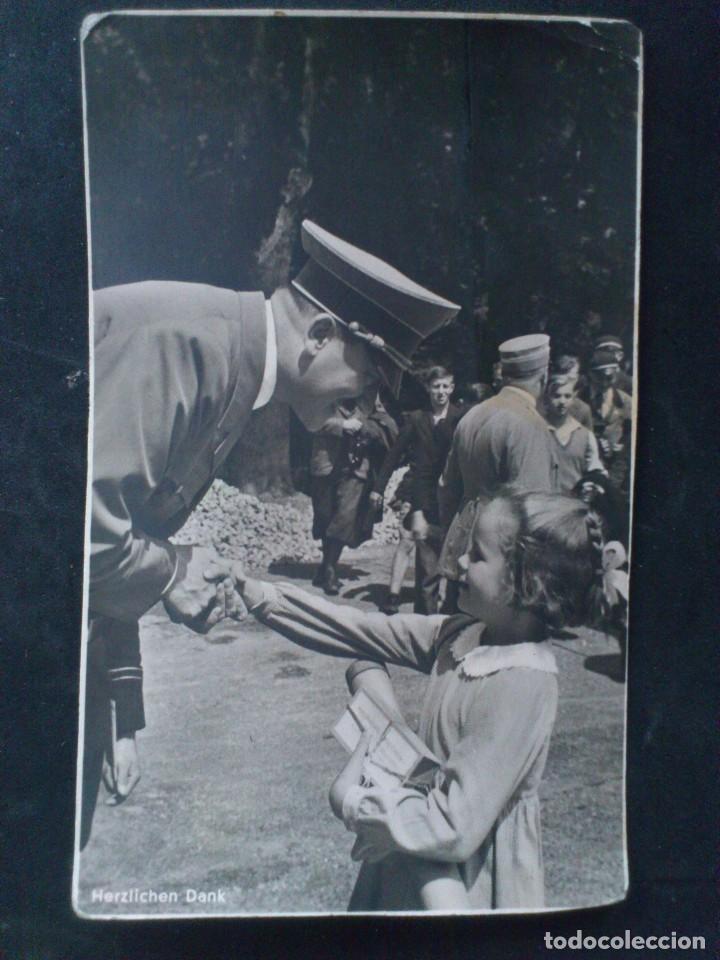 ANTIGUA POSTAL HITLER DANDO LA MANO Y LAS GRACIAS A UNA NIÑA, FOTO HOFFMANN (Postales - Postales Temáticas - II Guerra Mundial y División Azul)