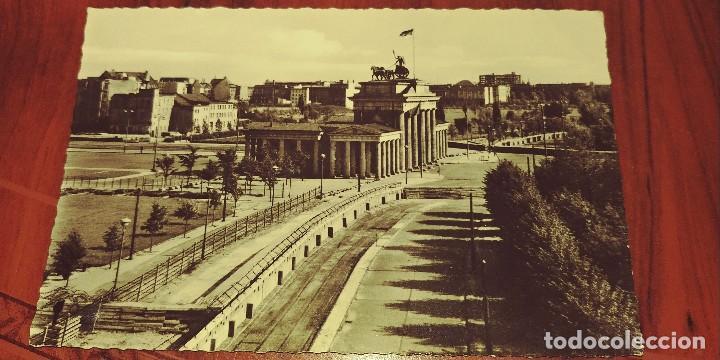 POSTAL DE BERLIN ANTIGUA LA PUERTA DE BRANDEBOURG VISTA DEL ANTIGUO REICHSTAG S/C (Postales - Postales Temáticas - II Guerra Mundial y División Azul)