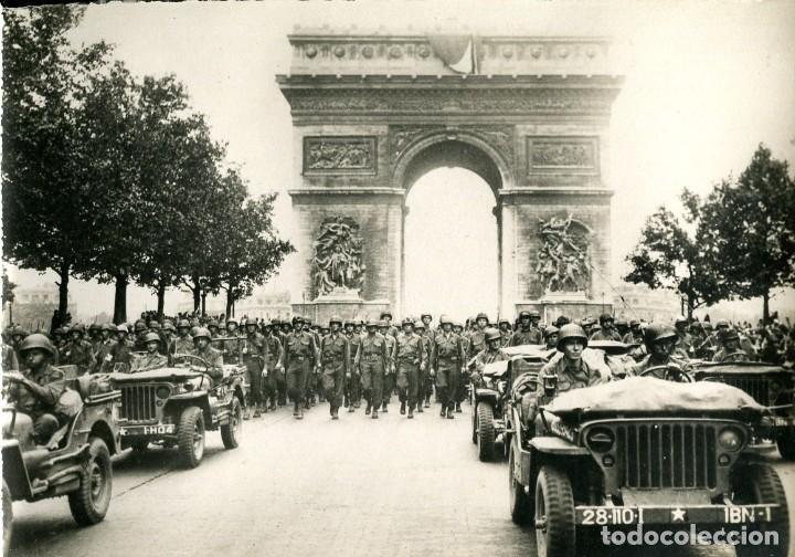 LIBERACIÓN DE PARÍS- AÑO 1944-DESFILE DE LAS TROPAS AMERICANAS- FOTOGRÁFICA- RARA (Postales - Postales Temáticas - II Guerra Mundial y División Azul)