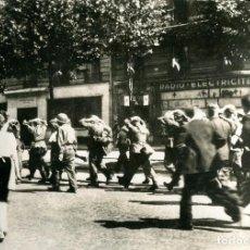 Postales: LIBERACIÓN DE PARÍS-AÑO-1944-PRISIONEROS ALEMANES DETENIDOS POR TROPAS AMERICANAS- FOTOGRÁFICA- RARA. Lote 109692291