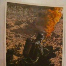 Postales: POSTAL DEL EJERCITO ALEMAN : LANZALLAMAS EN ACCION. PROPAGANDA NAZI PARA PORTUGAL.. Lote 110080711