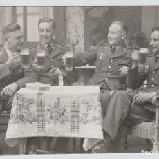 Postales: POSTAL SOLDADOS ALEMANES BEBIENDO CERVEZA WEHRMACHT - III REICH - ALEMANIA - WWII - GUERRA MUNDIAL. Lote 150259586