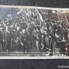 Postales: (JX-190232)TARJETA POSTAL DE NAPOLES , MUSSOLINI CON SU ESTADO MAYOR PASANDO REVISTA A 40.000 FASCIS. Lote 150271458