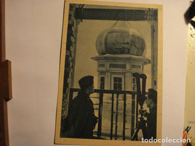 ESPAÑA POSTAL DIVISION AZUL EN RUSIA - SEGUNDA GUERRA MUNDIAL - OBSERVANDO AL ENEMIGO - MIRA OTRAS (Postales - Postales Temáticas - II Guerra Mundial y División Azul)