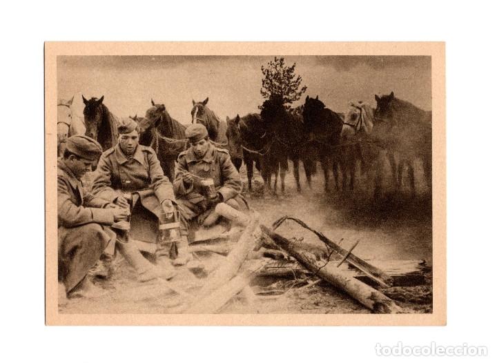 DIVISIÓN AZUL. BREVE DESCANSO AL LADO DEL FUEGO DE CAMPAÑA. (Postales - Postales Temáticas - II Guerra Mundial y División Azul)