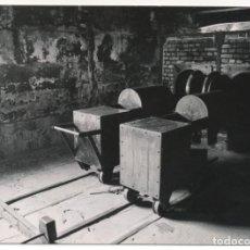 Postales: TARJETA POSTAL AUSCHWITZ-BIRKENAU CREMATORIO UNESCO. Lote 277088748