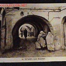 Postales: ANTIGUA FOTO DE TETUAN - MARRUECOS - CALLE MUKADEN - ED. L. ROISIN - NO CIRCULADA.. Lote 12090231