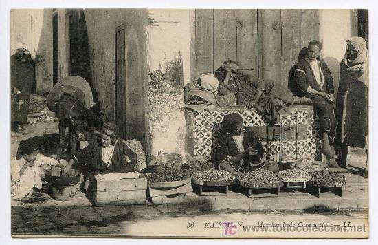 KAIROUAN. 56. MARCHANDS DE CACAOUETTES. LL. VENDEDORES DE CACAUETES. TÚNEZ. CIRCULADA EN ESPAÑA (Postales - Postales Extranjero - África)