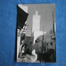 Postales: POSTAL MARRUECOS TETUAN CALLE FEZ 1958 CIRCULADA. Lote 26483387