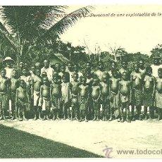 Postales: TARJETA POSTAL DE GUINEA ESPAÑOLA CONTINENTAL - PERSONAL DE UNA EXPLOTACION DE LA SOCOGUI. Lote 24150056