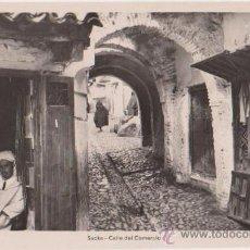 Postales: XAUEN SUKA CALLE DEL COMERCIO,FOT L.ROISIN. Lote 26456816