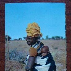 Postales: POSTAL. ÁFRICA SUBSAHARIANA. AÑOS 60 - 70. ESCENA VIVA. JOVEN MUJER AFRICANA Y BEBE. 808. . Lote 31429263