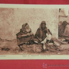 Postales: POSTAL MARRUECOS MOGADOR SCÈNES ET TYPES ESCRITA RABAT 1935 ED. LA CIVETTE ESCENA CON TIPOS LOCALES. Lote 36273468