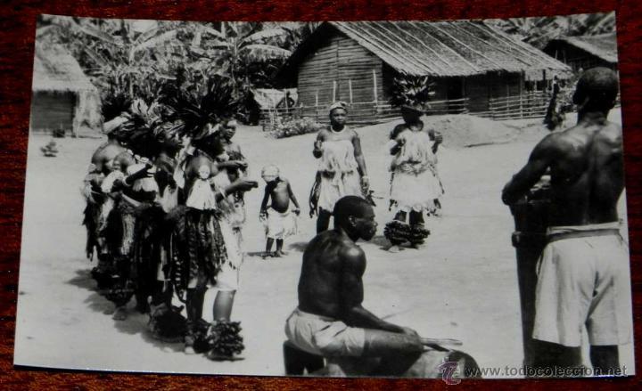 ANTIGUA FOTO POSTAL GUINEA ECUATORIAL ESPAÑOLA - 119. BAILANDO LA OXILA - FOTO CALIFORNIA, BATA - NO (Postales - Postales Extranjero - África)