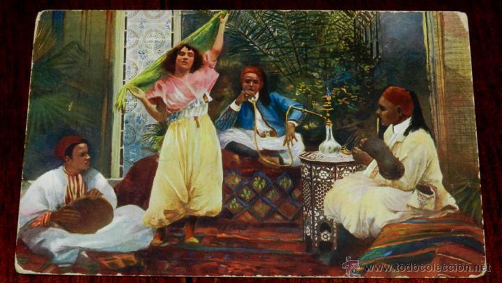 ANTIGUA POSTAL DE GRUPO DE ARABES FUMANDO, SERIE 1569 10, POSIBLEMENTE MARRUECOS, CIRCULADA. (Postales - Postales Extranjero - África)