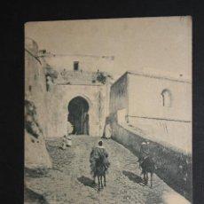 Postales: ANTIGUA POSTAL DE TÁNGER. MARRUECOS. PUERTA DE LA ALCAZABA. FOTPIA. HAUSER Y MENET. CIRCULADA. Lote 44979804