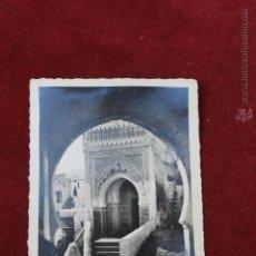Postales: POSTAL DE TETUAN,ENTRADA A LA MEZQUITA DE LOS DARKOOVUAS AÑOS 50. Lote 45026905
