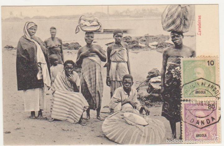 BILHETE POSTAL ANGOLA.- LAVADEIRAS. FRANQUEADO Y FECHADO EN LOANDA EN 1903.FRANQUEO Y FECHADOR - (Postales - Postales Extranjero - África)