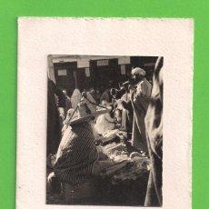 Postales: TARJETA POSTAL - TETUAN - ''ZOCO EN LA MEDINA'' - FELICITACIÓN NAVIDEÑA 1952.. Lote 123035015