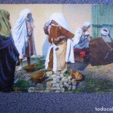 Postales: MARRUECOS TANGER MARCHANDES DE LEGUMES POSTAL ANTIGUA. Lote 149337752