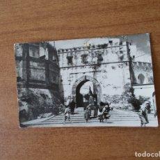 Postales: TETUAN - MARRUECOS - PUERTA DE LA REINA - CIRCULADA CON SELLO DE MARRUECOS 1962 - FOTOGRAFÍA. Lote 171145178