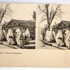 Postales: ANTIGUA POSTAL ESTEREOSCOPICA DE BISKRA (ALGERIA). FEMMES MAURESQUES. SIN CIRCULAR. Lote 173072472