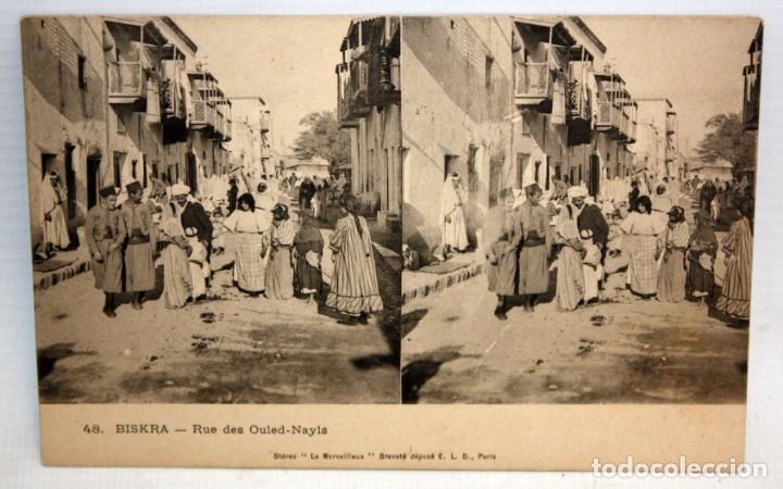 ANTIGUA POSTAL ESTEREOSCOPICA DE BISKRA (ALGERIA). RUE DES OULED-NAYLS. SIN CIRCULAR (Postales - Postales Extranjero - África)