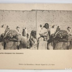 Postales: ANTIGUA POSTAL ESTEREOSCOPICA - NOMADES CHARGEANT DES CHAMEAUX. SIN CIRCULAR. Lote 173131772