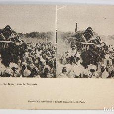 Postales: ANTIGUA POSTAL ESTEREOSCOPICA DE BISKRA (ALGERIA). LE DEPART POUR LA FANTASIA. SIN CIRCULAR. Lote 173132008
