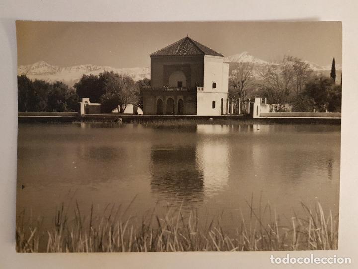 ESTANQUE EN MARRAKECH CON VISTAS AL ATLAS MARRUECOS POSTAL FOTOGRAFICA ORIGINAL (Postales - Postales Extranjero - África)