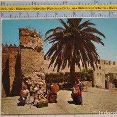 Postales: POSTAL DE MARRUECOS. AÑO 1968. ESCENA VIVA TÍPICA TIPISMO. ENCANTADOR DE SERPIENTES. 72. Lote 194889302