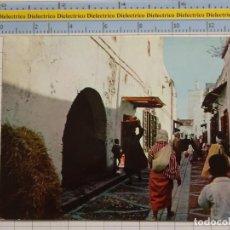 Postales: POSTAL DE MARRUECOS. AÑO 1965. TETUÁN CALLE TÍPICA KASBA. 73. Lote 194889330