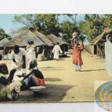 Postales: POSTAL DE EL ÁFRICA EN COLORES - VILLAGE AFRICAIN - SENEGAL - AÑOS 60. VILLA AFRICANA.. Lote 207080145