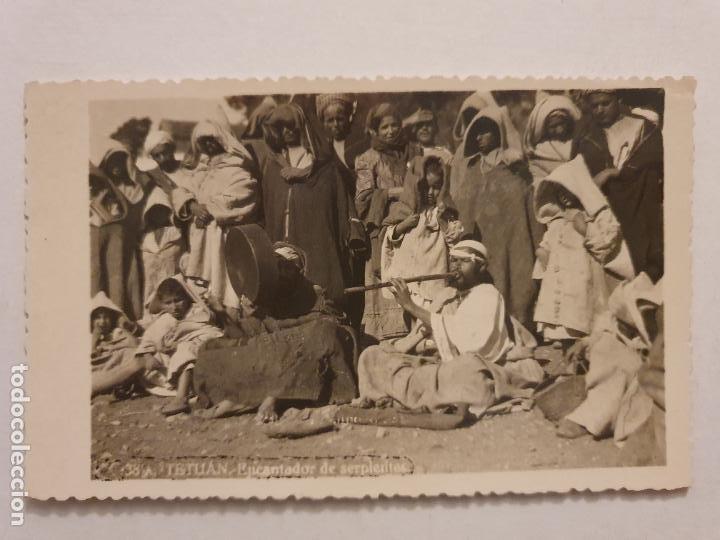 MARRUECOS - TETUÁN / TETWAN TITTAWIN - ENCANTADOR DE SERPIENTES - P47524 (Postales - Postales Extranjero - África)