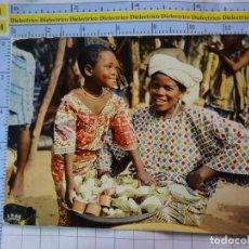 Postales: POSTAL DE ÁFRICA SUBSAHARIANA. ESCENA VIVA TIPISMO FOLKLORE ÉTNICA. MUJER NIÑA MERCADO. 830. Lote 261965340