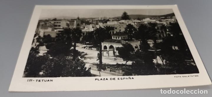 POSTAL PLAZA ESPAÑA TETUAN AÑOS 50 CIRCULADA CON SELLO PROTECTORADO MARRUECOS (Postales - Postales Extranjero - África)