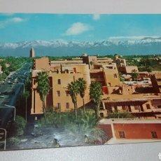 Postales: POSTAL DE MARRAKECH. AVENUE MOHAMMED V ET GRAN ATLAS. SIN CIRCULAR. CON LOS SELLOS PEGADOS.. Lote 284084668
