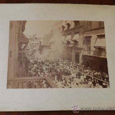 Postales: ANTIGUA FOTOGRAFIA ALBUMINA DE MEXICO 1904 DIA DE FIESTA CON PROCESION, NO CONOCEMOS LA CIUDAD, YA Q. Lote 32865580