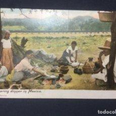 Postales: PREPARING DINNER IN MEXICO - PREPARANDO LA CENA EN MEXICO - J.G. HATTON - FECHADA 1909. Lote 188641442