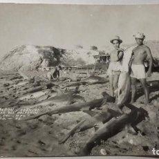 Postales: POSTAL AÑOS 40. PESCA TIBURON EN PLAYA DEL POLVORIN. MEXICO. FOTO ZEPEDA. 1942. . Lote 195151590